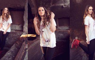 chica posando en fábrica ruinas en Coruña