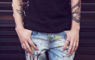 brazos con tatuajes