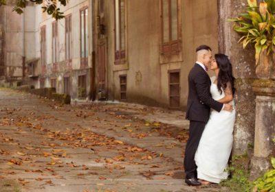 Recién casados mirándose, reportaje boda Vigo